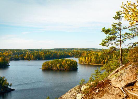 8 Tage Camping in Finnland: Blockhütte für 3 – 5 Personen, Mietwagen und Flug ab 479€