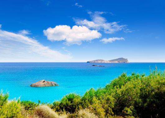 Ibiza im Oktober: 1 Woche inkl. Flug, Transfer, Frühstück und Hotel ab 288€