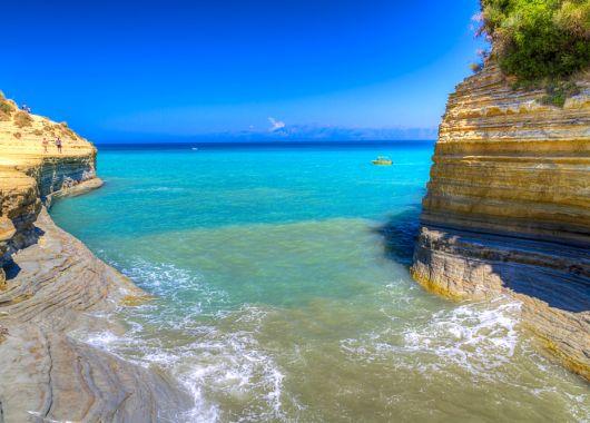 Single-Reise nach Korfu: 1 Woche im 3* Hotel inkl. Flügen und Halbpension ab 280€