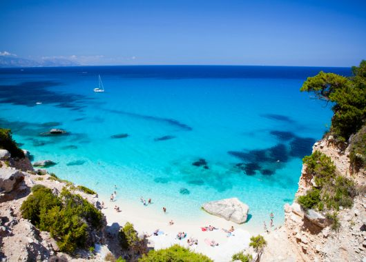 Last-Minute oder im Mai: 7 Tage Porto Taverna (Sardinien) im sehr guten 3* Hotel inkl. Flug ab nur 240€