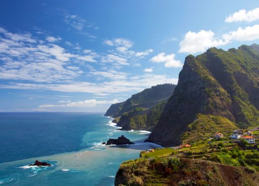 Dezember: 1 Woche Madeira im 4* Hotel mit Frühstück, Flug & Transfer ab 282€
