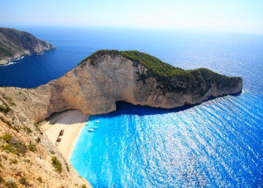 2 Wochen Zakynthos im Mai: 3* Apartment, Flug, Rail&Fly und Transfer ab 379€