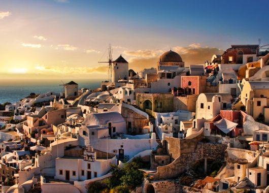 Zu viert in eine 4* Villa auf Santorini: 5 Tage inklusive Frühstück und privatem Pool ab 360€ pro Person