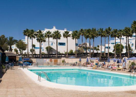 Lanzarote: 7 Tage im 3* Hotel inkl. Flug, Transfer, Rail & Fly und Halbpension ab 328€