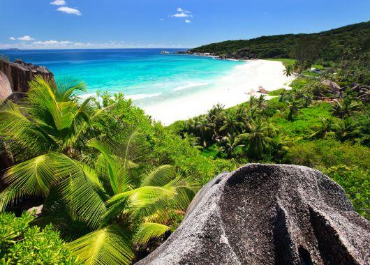 Inselhopping Seychellen: 17 Tage inkl. Frühstück, Flug, Zug zum Flug ab 1599 € p.P.