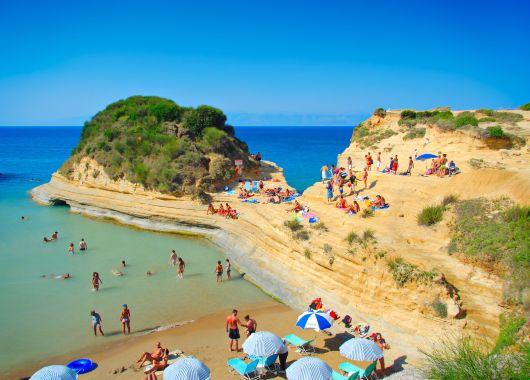 Für Singles: 1 Woche Korfu im 3* Hotel inkl. Flug, Transfer, Rail & Fly und Halbpension ab 356€