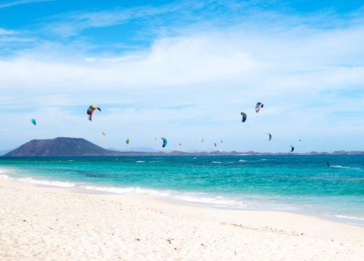 Fuerteventura im Dezember: 1 Woche im 3,5* Hotel inkl. Flüge, Transfers und Zug-zum-Flug ab 312€