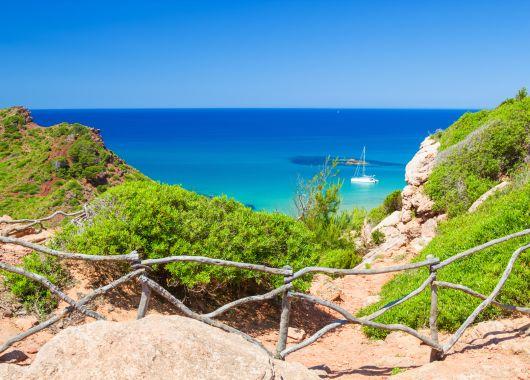 Menorca: 14 Tage im 3* Hotel inkl. Flug, Transfer und Rail & Fly ab 386€