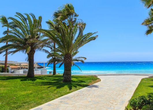 Zypern im Juni: 7 Tage im 3*Aparthotel inkl. Frühstück, Flügen und Rail&Fly für 338€
