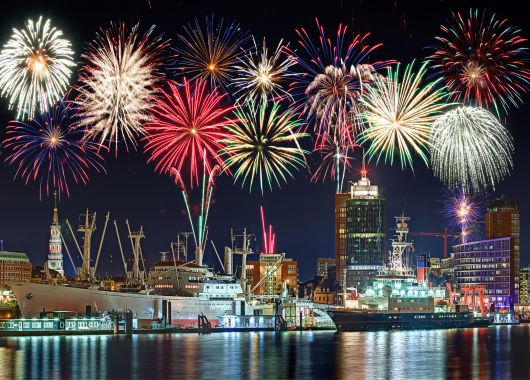 Hamburger Hafengeburtstag: Zwei Tickets für die Ein- oder Auslaufparad + Abend- oder Tagesfahrt auf einem Segelschiff ab 45€
