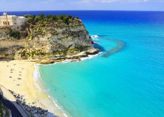 Apulien – 1 Woche im 4*Hotel inkl. Flug, Frühstück und Rail&Fly für 365€