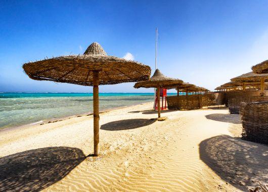 Im Dezember nach Ägypten: 1 Woche Hurghada im guten 4* Resort mit All Inclusive, Flügen, Zug-zum-Flug und Transfers ab 259€