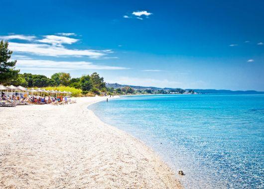 Chalkidiki Ende September: 1 Woche im 4*Hotel inkl. Halbpension und Flügen für 306€