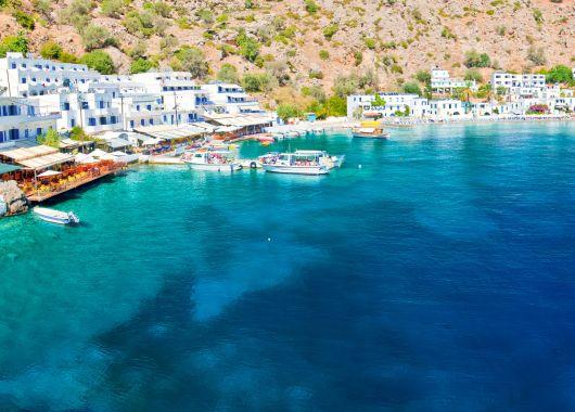 1 Woche Kreta im Oktober: 3,5* Villa, Flug, Rail&Fly und Transfer ab 380€