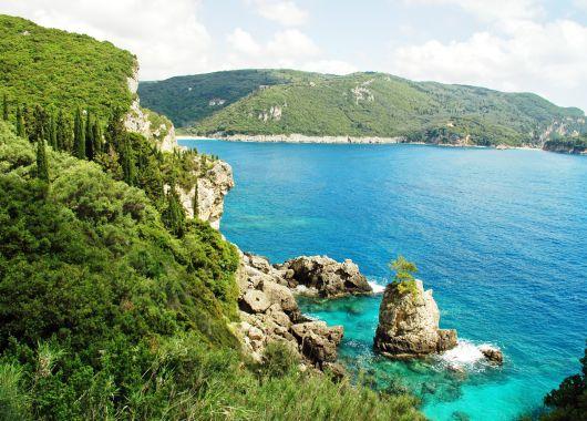 Lastminute: 1 Woche Chalkidiki im Oktober im top Hotel mit Halbpension, Flügen und Transfers ab 355€