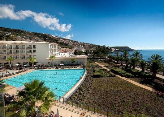 Lastminute: 1 Woche Madeira im 4* Hotel inkl. Frühstück, Flug, Rail&Fly und Transfer ab 389€