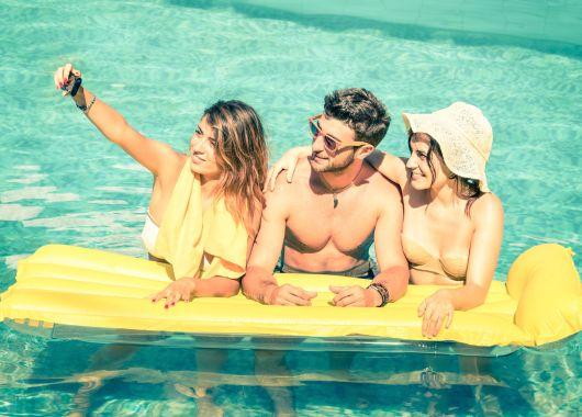 1 Woche am Goldstrand: 3* Party Hotel mit All Inclusive, Flug und Transfer ab 188€