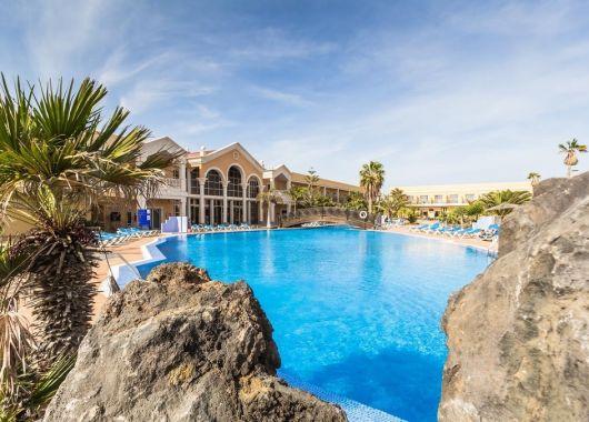 1 Woche Fuerteventura im 3* Hotel inkl. Halbpension, Flug & Transfer ab 382€