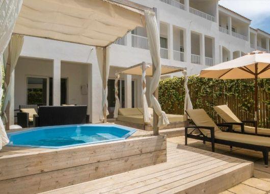 1 Woche Menorca im Mai: 3,5* Apartment, Flug, Rail&Fly und Transfer ab 351€
