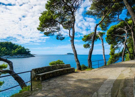 Lastminute auf die kroatischen Insel Brac: Apartment, Flug und Rail&Fly ab 458€