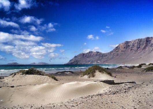 Lastminute: 1 Woche Lanzarote im 4* Hotel inkl. Halbpension, Flug, Rail&Fly und Transfer ab 443€
