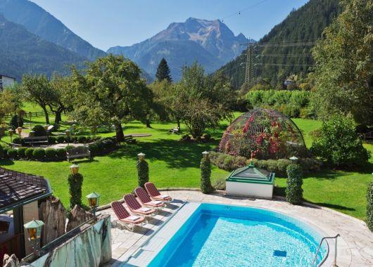 Wellness im Zillertal: 3 – 8 Tage Mayrhofen im 4* Hotel inkl. Halbpension und Massage ab 139€