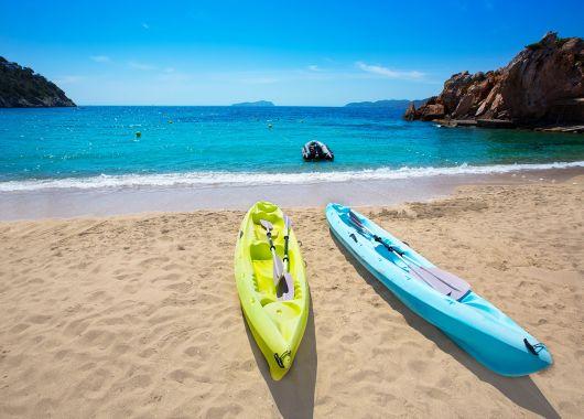 1 Woche Ibiza im Oktober: 3* Hotel mit All Inclusive, Flug, Rail&Fly und Transfer ab 398€