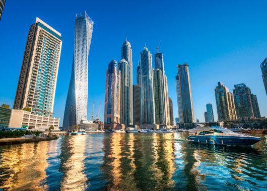 Frühbucher Abu Dhabi: 1 Woche im Mai ins luxuriöse 5*Hotel mit Flug und Frühstück ab 496€