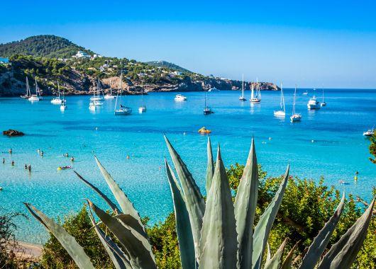Ibiza im Oktober: 1 Woche im guten Hotel inkl. Flug und Frühstück ab 362€ pro Person