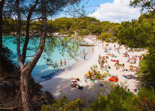 1 Woche Menorca im Mai: 4* Hotel inkl. Halbpension, Transfer, Rail&Fly und Flug ab 393€