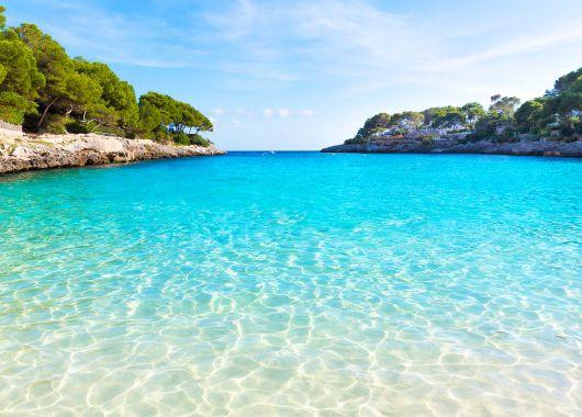 1 Woche Mallorca im April: 4* Hotel mit All In, Flug, Rail&Fly und Transfer ab 387€