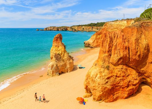 Last Minute an die Algarve: 1 Woche im 3*Hotel mit Flug, Transfers, Rail & Fly und Frühstück ab 234€
