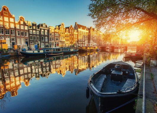 Mitten in Amsterdam: 3 bis 5 Tage im 4*Hotel mit Frühstück und Grachtenrundfahrt ab 99€