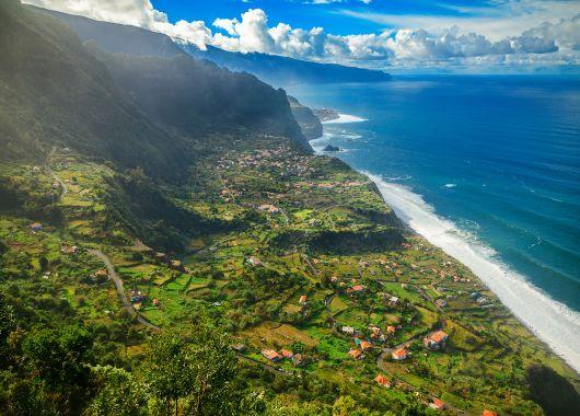1 Woche Madeira im Dezember: 4* Hotel inkl. Halbpension, Flug und Rail&Fly ab 306€