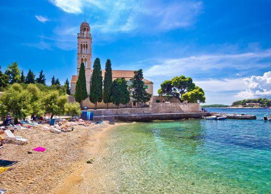 Urlaub an der Adria: 1 Woche Kroatien im guten 4* Hotel inkl. Flug, Transfer und Frühstück ab 354€