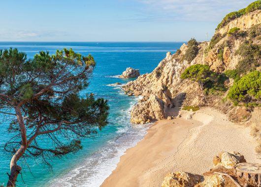 Costa Brava: 9 Tage im 4* Hotel inkl. Flug, Transfer und Halbpension ab 333€