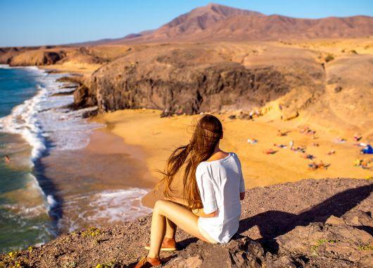 1 Woche Lanzarote im März: 4* Hotel inkl. Halbpension, Flug, Rail&Fly und Transfer ab 417€