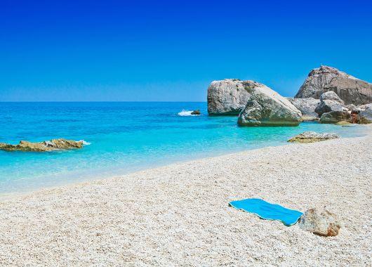 [Frühbucher] Sardinien: 5 Tage im 4*Hotel an der Südküste inkl. Flügen und Frühstück ab 269€
