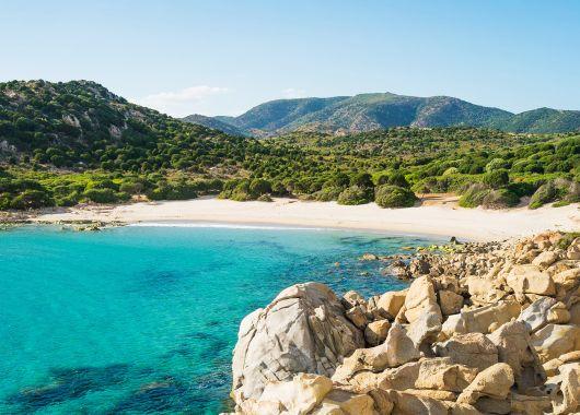 1 Woche Sardinien Ende April: 4* Hotel inkl. Frühstück, Flug und Transfer ab 360€