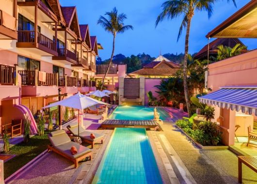 2 Wochen Phuket im 3,5* Resort inkl. Frühstück, Flug & Transfer ab 857€
