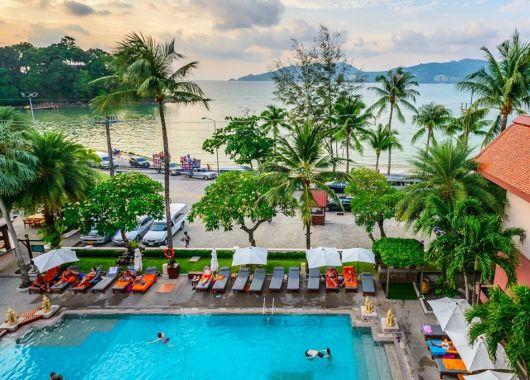 2 Wochen Phuket im 3,5* Resort inkl. Frühstück, Flug & Transfer ab 891€