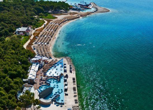 September – Oktober: 1 Woche Sibenik in Kroatien im 4* Strandhotel inkl. Halbpension, Flug, Rail&Fly und Transfer ab 520€