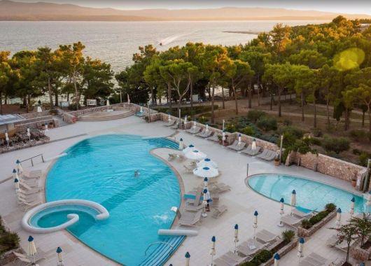 1 Woche auf der kroatischen Insel Brac im 4* Hotel inkl. Frühstück, Flug und Rail&Fly ab 372€