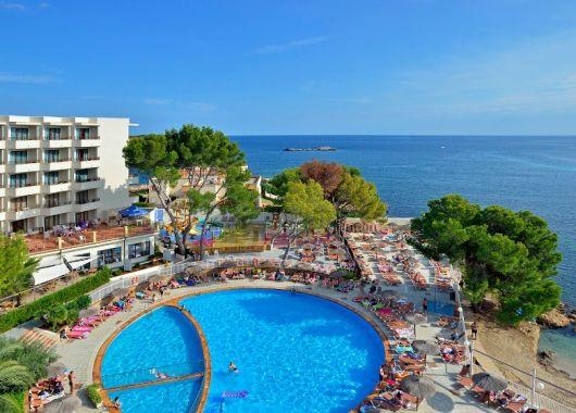 1 Woche Ibiza im Oktober: 3* Hotel inkl. Halbpension, Flug, Rail&Fly und Transfer ab 395€