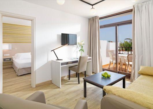Januar: 1 Woche Lanzarote in einer 3* Suite (96% Holidaycheck) inkl. HP, Flug, Rail&Fly u. Transfer ab 412€