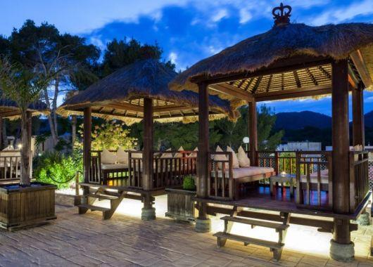 1 Woche Ibiza im Oktober: 3,5* Strandresort inkl. Halbpension, Flug, Rail&Fly und Transfer ab 510€