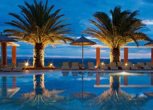 1 Woche Thassos im Mai: 4* Strand-Resort inkl. Halbpension, Flug, Rail&Fly u. Transfer ab 372€