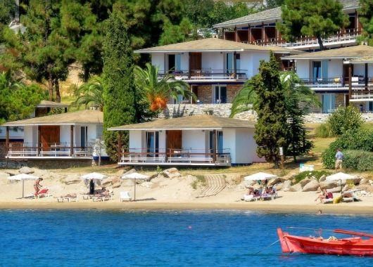 1 Woche Chalkidiki im 4* Hotel inkl. Meerblick, Halbpension, Flug, Rail&Fly u. Transfer ab 372€