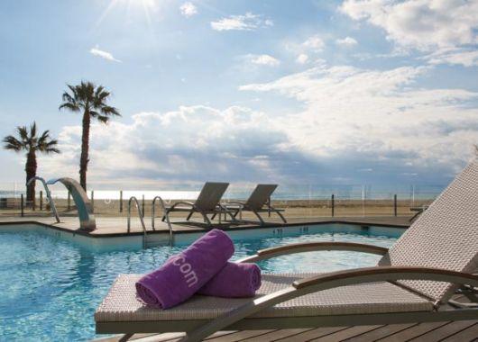 Katalonien: 1 Woche im 4*S Hotel direkt am Strand inkl. Flügen und Frühstück ab 340€ pro Person
