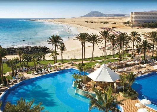 1 Woche Fuerteventura im Dezember: 4,5* Hotel inkl. Halbpension, Flug, Rail&Fly u. Transfer ab 573€ (Mit Gutscheincode)